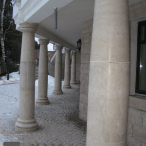 Колонны из мрамора