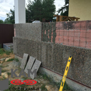 Стена из гранита