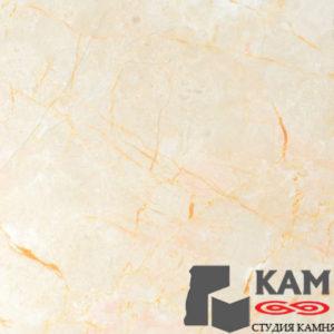 Интерьер использует натуральные бежевые мраморные каменные плиты