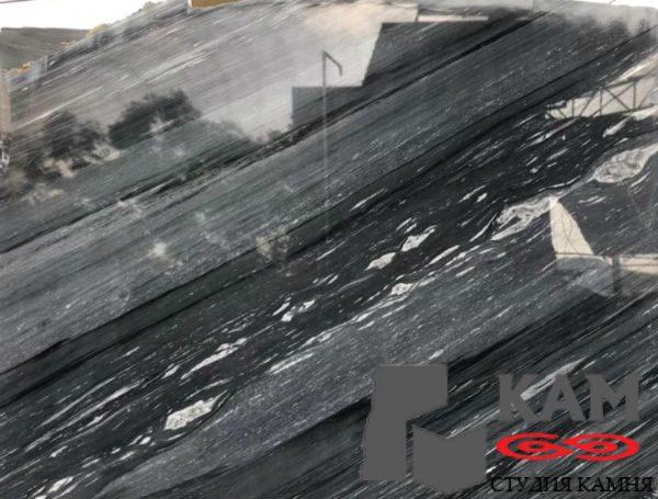 Черные мраморные плиты из натурального белого оттенка
